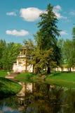 Casa cerca de la charca Imagen de archivo