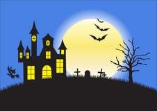 Casa, cimitero e pipistrelli sconosciuti su fondo della luna piena Fotografia Stock Libera da Diritti