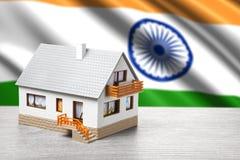 Casa clásica en fondo indio de la bandera Fotos de archivo