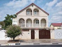 Casa clara do dois-andar do tijolo com portas do ferro Imagens de Stock Royalty Free