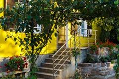 Casa classica della famiglia in piccolo villaggio francese Immagine Stock Libera da Diritti