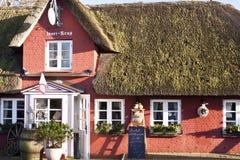 Casa cobrida com sapê do telhado em Amrum imagens de stock royalty free