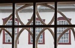 Casa colonial adornada Tiradentes el Brasil de la ventana foto de archivo libre de regalías