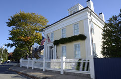 Casa colonial amarela do estilo em Stonington Connecticut Fotografia de Stock Royalty Free
