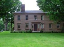 Casa colonial Georgian velha do estilo de Nova Inglaterra Foto de Stock Royalty Free