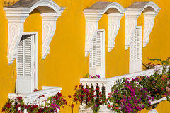 Casa coloniale con i balconi Immagine Stock
