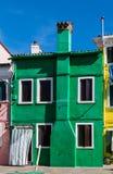 Casa coloreada clásica en la laguna de Venecia Imagen de archivo libre de regalías