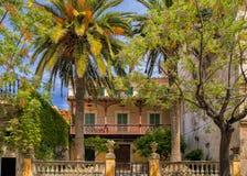 Casa colorida del pueblo, Valldemossa, Mallorca Imagenes de archivo