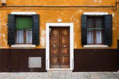 Casa colorida no console de Burano, Veneza, Italy Fotografia de Stock Royalty Free