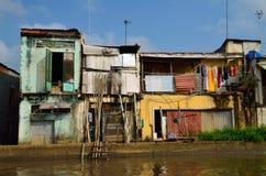 Casa colorida pobre en el delta de Mekong Fotos de archivo libres de regalías