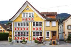 Casa colourful unica antica in vecchia città medievale storica Appenzell è ben noto per le sue case colourful con la facciata dip Fotografie Stock