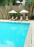 Casa com ajardinar da piscina Imagens de Stock