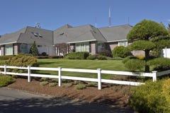Casa com a cerca branca Oregon Imagem de Stock Royalty Free
