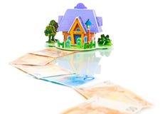 Casa com chaves sobre a euro- maneira do dinheiro Imagens de Stock