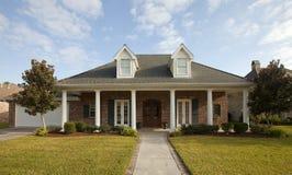Casa com colunas Fotos de Stock