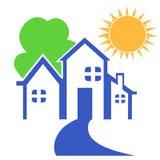 Casa com logotipo da árvore e do sol Imagens de Stock Royalty Free