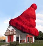 Casa com o chapéu de lã vermelho Imagem de Stock