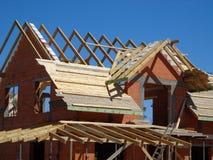 Casa com o tijolo vermelho na construção Imagens de Stock