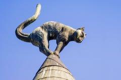 Casa com os gatos pretos em Riga Imagens de Stock