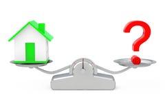 Casa com pergunta Mark Balancing em uma escala simples da ponderação Foto de Stock Royalty Free