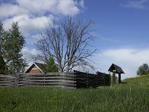A casa com uma árvore seca Fotos de Stock Royalty Free
