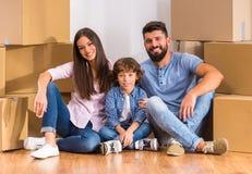 Casa commovente della famiglia fotografia stock