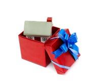 Casa como regalo para usted. Fotos de archivo
