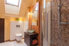 Casa con clase - interior del cuarto de baño Foto de archivo