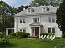 Casa con el apartadero blanco Fotos de archivo