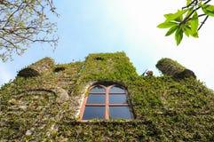 Casa con el escalador Foto de archivo libre de regalías