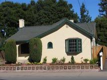 Casa con el jardín Fotografía de archivo