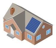 Casa con el panel solar en el tejado Foto de archivo