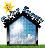 Casa con el panel solar y Sun Fotos de archivo libres de regalías