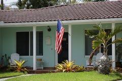 Casa con la bandiera americana Fotografia Stock Libera da Diritti