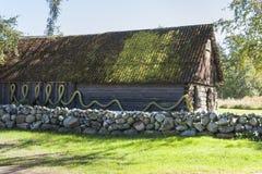 Casa con la cerca de la piedra del adoquín Imagenes de archivo