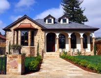 Casa con la fachada de piedra Imagenes de archivo