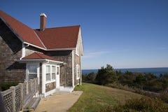 Casa con la opinión del mar Imagen de archivo libre de regalías