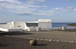 Casa con la opinión del mar Foto de archivo libre de regalías