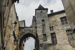 Casa con la torre y el arco Imagen de archivo libre de regalías