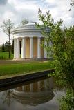 Casa con las columnas Fotos de archivo