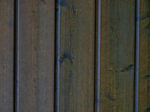 Casa con las nuevas paredes de madera del pino del cedro fotografía de archivo