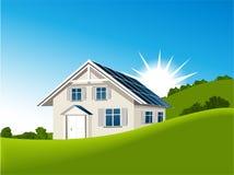 Casa con los colectores solares Fotos de archivo libres de regalías