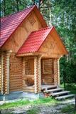 Casa con los detalles tallados de la madera - woodcarvers hechos a mano Fotografía de archivo