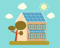 Casa con los paneles solares Fotografía de archivo