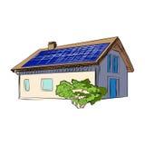 Casa con los paneles solares en la azotea Foto de archivo libre de regalías