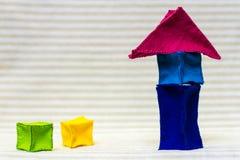 Casa con mattoni a vista alta del giocattolo Fotografia Stock