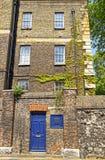 Casa con mattoni a vista Ivied nel centro di Londra in Inghilterra Fotografia Stock Libera da Diritti