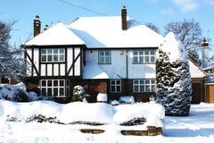 Casa con nieve Fotos de archivo