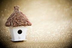 Casa con un tejado cubierto con paja Fotografía de archivo