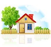 Casa confidencial pequena com drawning de madeira e a árvore Imagens de Stock